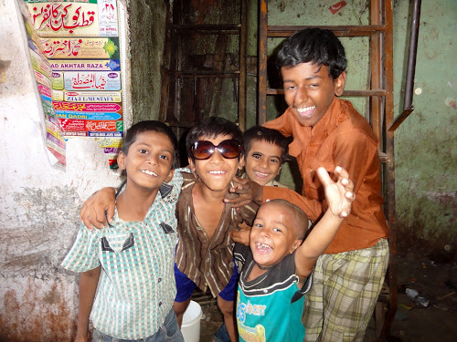kids in a slum in Mumbai