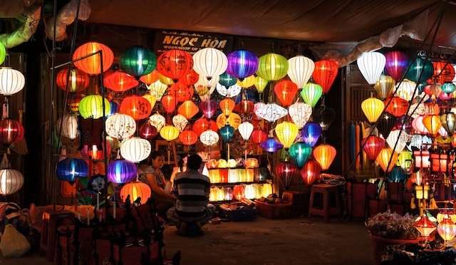 Lanterns, lanterns everywhere (for a price) (also before the lights out)