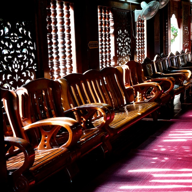 Wat Lok Moli interior