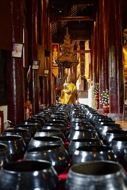 Wat Phan Tao bowls
