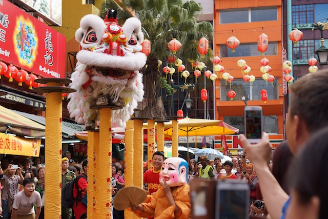 lion dance on poles Chinatwon, KL at Tangyuan giveaway