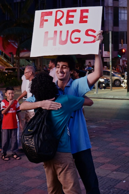 Free Hugs Christmas Day in KL