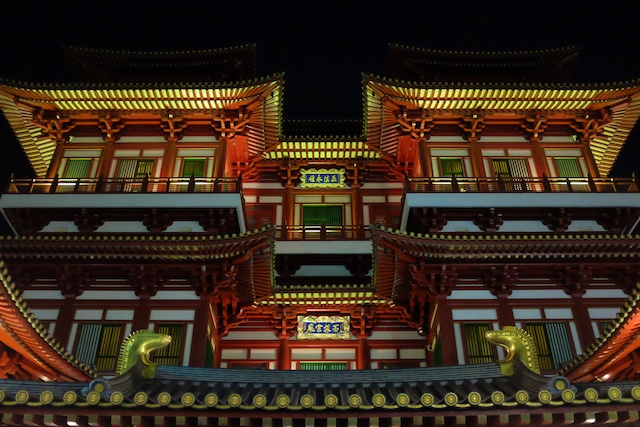 Buddha Tooth Relic Temple by night