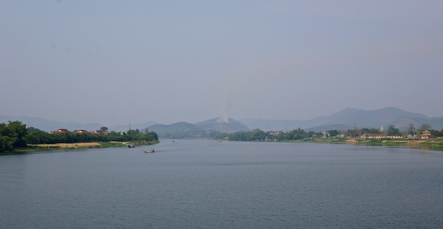 ©minisuitcase.co.uk 2013 view of hue from train vietnam