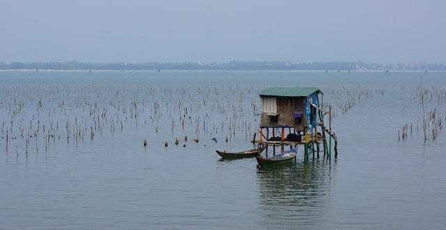 ©minisuitcase.co.uk train journey vietnam
