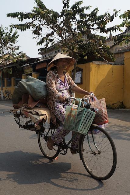 minisuitcase.co.uk recycling lady on a bike