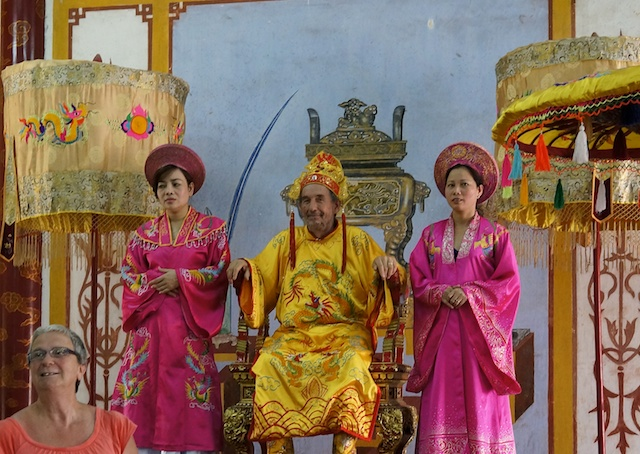 Hue Citadel Dress Up Like an Emperor and Pose With Young Ladies
