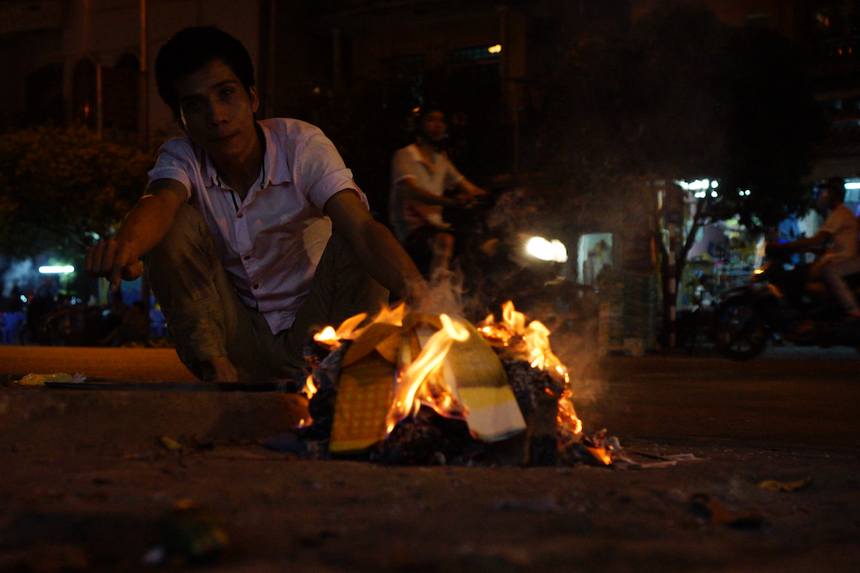 burning paper money, Vietnam