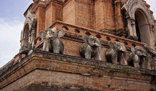 Elephants guarding the Stupa at Wat Chedi Luang