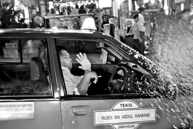 Snow Spray a taxi driver Christmas Eve in KL