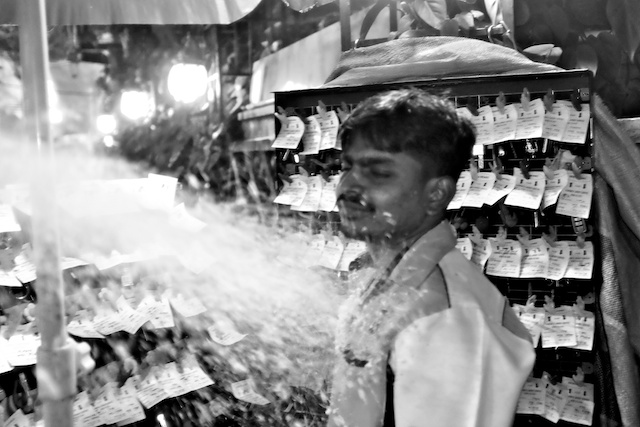Christmas Eve Snow Spray Reaction seller